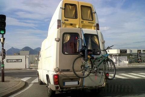 camping car insolites. Black Bedroom Furniture Sets. Home Design Ideas